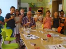 """Die Häuser wurden gebastelt von 8 SchülerInnen der Klasse 4b, Eichwaldschule Schaafheim, Teil 1. Für ein """"Erstlingswerk"""" gut gelungen. Der HGV sagt DANKE!"""